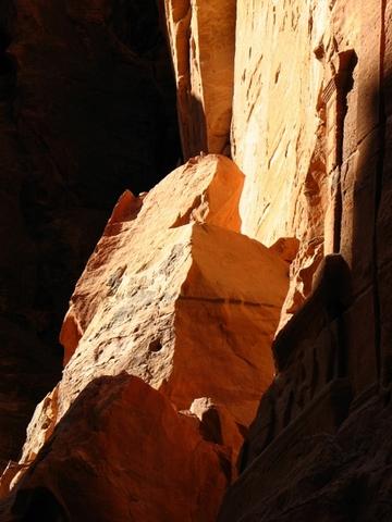 Sun glowing on the rocks (The Siq)